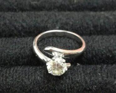 Do 9.12.2019 Aukce ostatních movitých věcí (Prsten z bílého zlata s briliantem). Vyvolávací cena 148.500 Kč, ➡️ ID654216