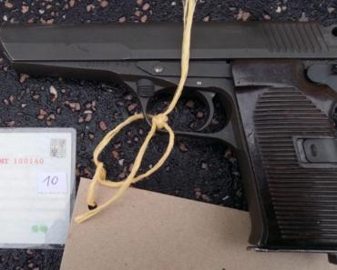 16.12.2019 Dražba samonabíjecí pistole. Vyvolávací cena 1.500 Kč.