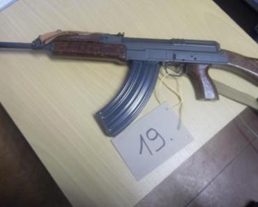 16.12.2019 Dražba znehodnocené zbraně - samopalu. Vyvolávací cena 1.600 Kč.