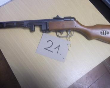 16.12.2019 Dražba znehodnocené zbraně - samopal Špagin. Vyvolávací cena 2.200 Kč.