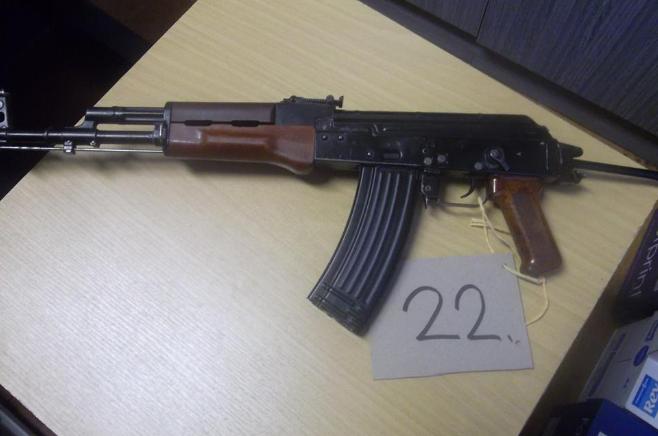 16.12.2019 Dražba znehodnocené zbraně - samopal Kalašnikov. Vyvolávací cena 3.600 Kč.