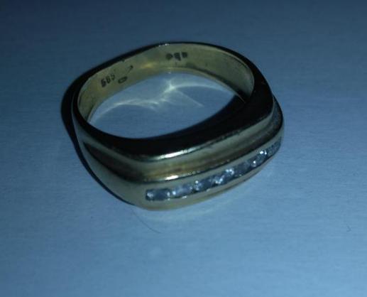 8.1.2020 Dražba zlatého prstenu. Vyvolávací cena 1.750 Kč.