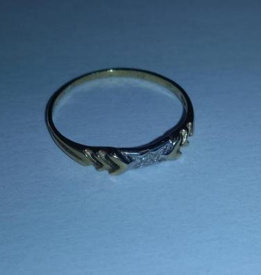 8.1.2020 Dražba zlatého prstenu s dvěma kamínky. Vyvolávací cena 500 Kč.