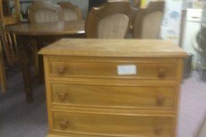 31.8.2020 Dražba nábytku (Komoda dřevěná). Vyvolávací cena 100 Kč, ➡️ ID736747
