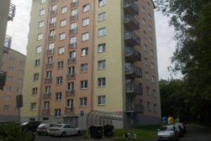 21.10.2020 Dražba Byty - Dražba bytové jednotky 4+1a dále podílu 3/308 pozemku (parkoviště) a dále 1/25 pozemku (parkoviště) v obci Karlovy Vary. Tato nemovitost leží v okrese Karlovy Vary. Vyvolávací cena 2.120.000 Kč, (ID: 751936)
