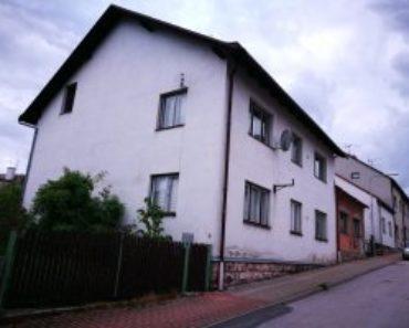 26.11.2020 Dražba Domy - Dražba podílu ve výši 2/3 na RD - Lomnice nad Popelkou. Tato nemovitost leží v okrese Semily. Vyvolávací cena 1.167.000 Kč, (ID: 758608)