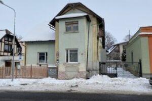 29.6.2021 Dražba Domy - Dražba podílu 61/504 na RD Varnsdorf, okr. Děčín. Tato nemovitost leží v okrese Děčín. Vyvolávací cena 176.467 Kč, (ID: 803121)