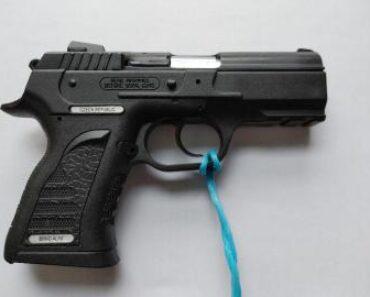 13.7.2021 Dražba zbraně (Pistole samonabíjecí Alfa Proj, ráže 45 včetně zásobníku). Vyvolávací cena 2.000 Kč, ➡️ ID806983